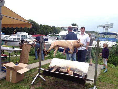 Ein Schwein  auf dem Grill