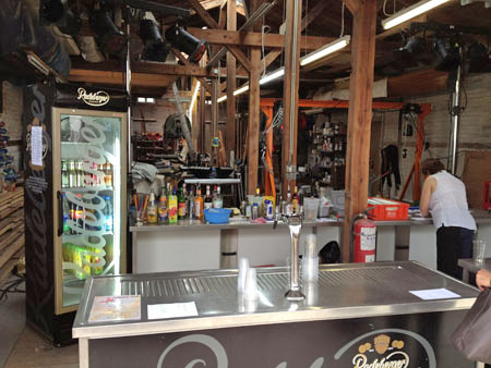 Die Werkstatt als Bar